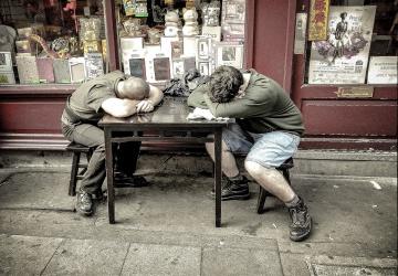 İşçinin İşyerinde Uyuması Sebebi İle İş Sözleşmesinin Feshi
